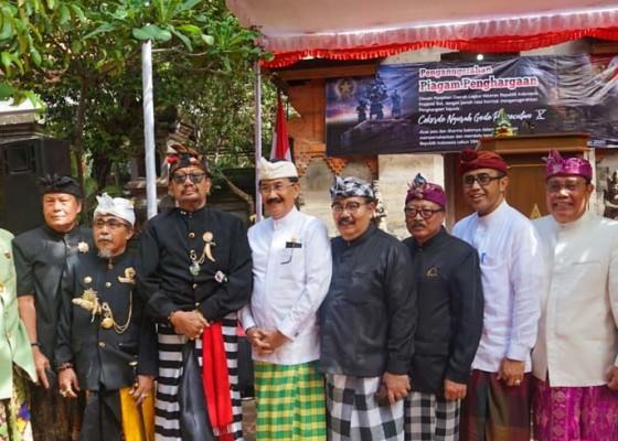 Nusabali.com - lvri-bali-anugerahi-ida-cokorde-ngurah-gede-pemecutan-x-penghargaan