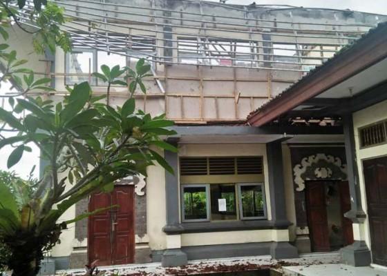 Nusabali.com - hujan-deras-atap-kelas-smpn-1-baturiti-ambruk