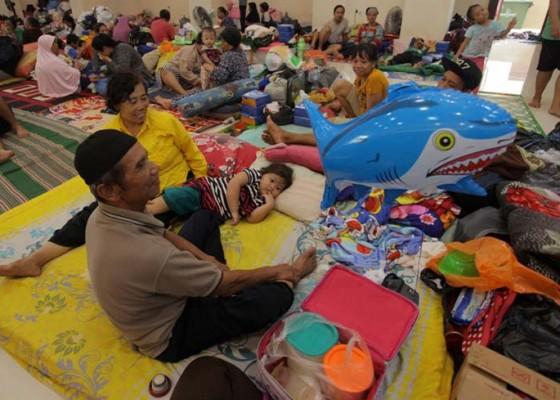 Nusabali.com - sebagian-pengungsi-mulai-terserang-ispa