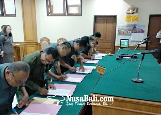 Nusabali.com - pn-gianyar-teken-pakta-integritas-anti-kkn