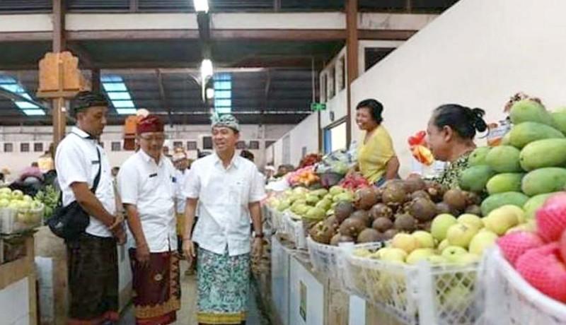 www.nusabali.com-bupati-suwirta-blusukan-ke-pasar-klungkung