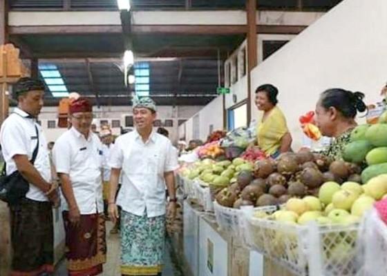 Nusabali.com - bupati-suwirta-blusukan-ke-pasar-klungkung