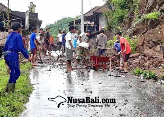 Nusabali.com - akses-jalan-banjar-sega-tertutup-longsor