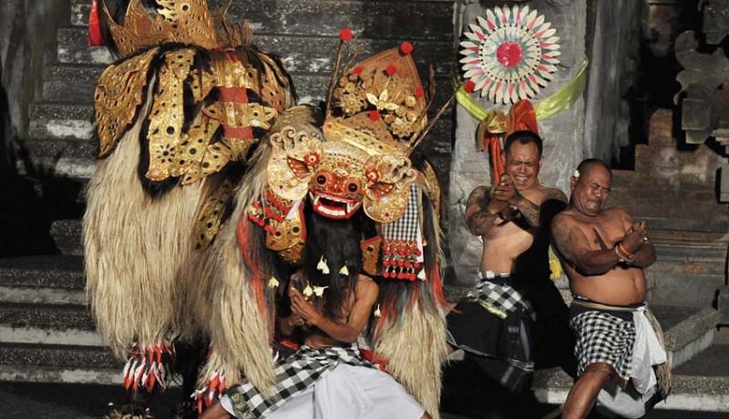 www.nusabali.com-topeng-bang-dan-telek-bantu-barong-nyomya-rangda