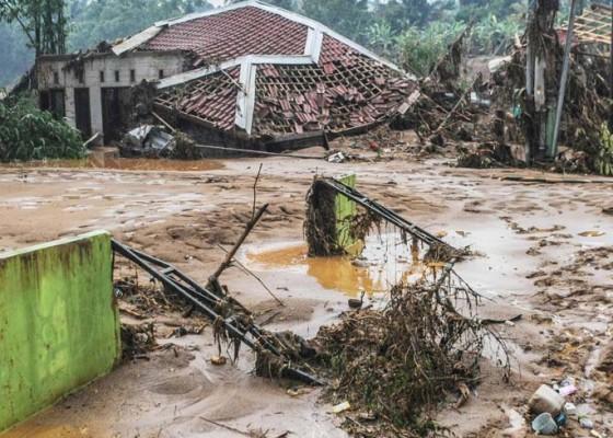 Nusabali.com - lebak-longsor-8-tewas-28-jembatan-rusak