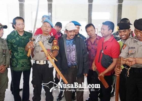 Nusabali.com - sidak-di-pelabuhan-benoa-5-sajam-diamankan