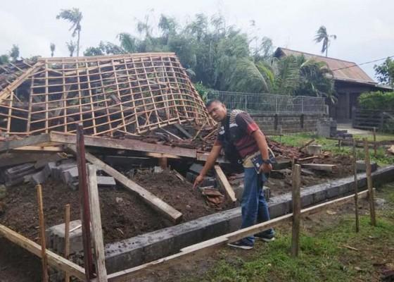 Nusabali.com - gudang-milik-wna-ambruk-diterjang-angin