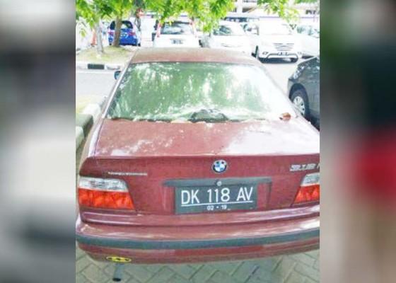 Nusabali.com - bmw-tak-bertuan-parkir-3-tahun-lebih-di-bandara