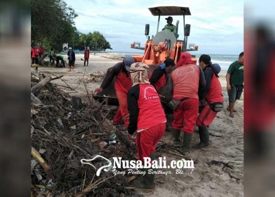 Nusabali.com - bersihkan-sampah-pantai-kuta-dinas-lhk-diback-up-pupr