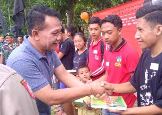 Nusabali.com - kadis-sosial-p3a-bali-bantu-250-anak-miskin-di-desa-peninjoan