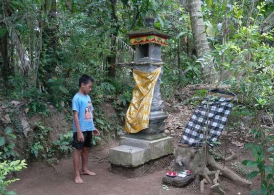 Nusabali.com - takut-kesaktian-dadong-guliang-warga-pun-mengungsi