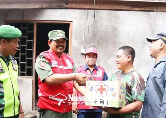 Nusabali.com - pmi-bantu-warga-korban-bencana-pohon-tumbang
