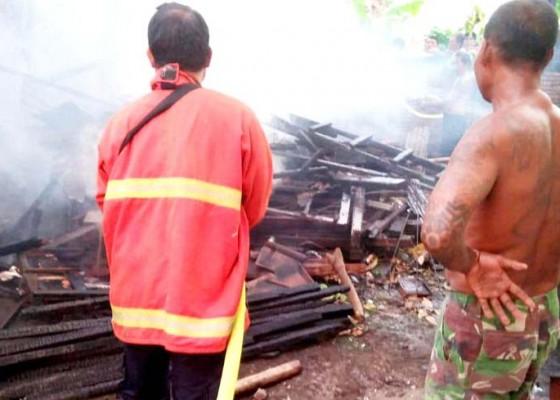 Nusabali.com - bakar-sampah-api-nyaris-merembet-ke-rumah