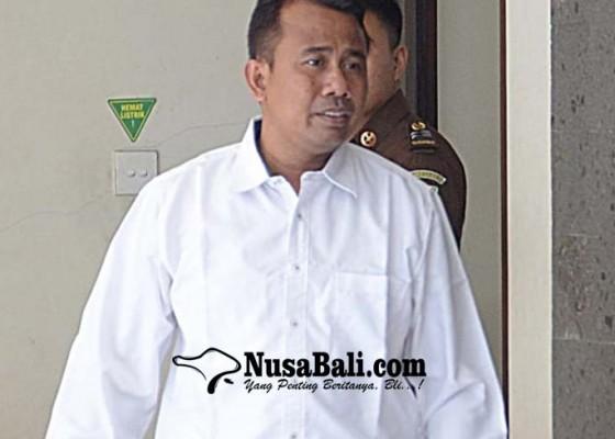 Nusabali.com - pejabat-dlhk-denpasar-dituntut-setahun