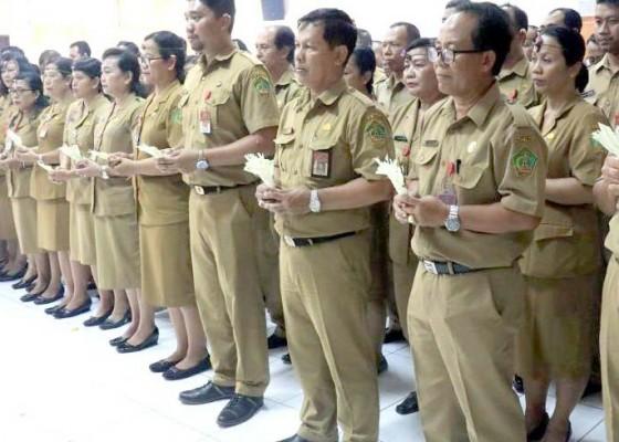 Nusabali.com - mutasi-100-pejabat-kadis-kesehatan-jadi-staf-ahli