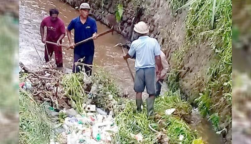 www.nusabali.com-buang-sampah-ke-saluran-irigasi-wajib-haturkan-prayascita