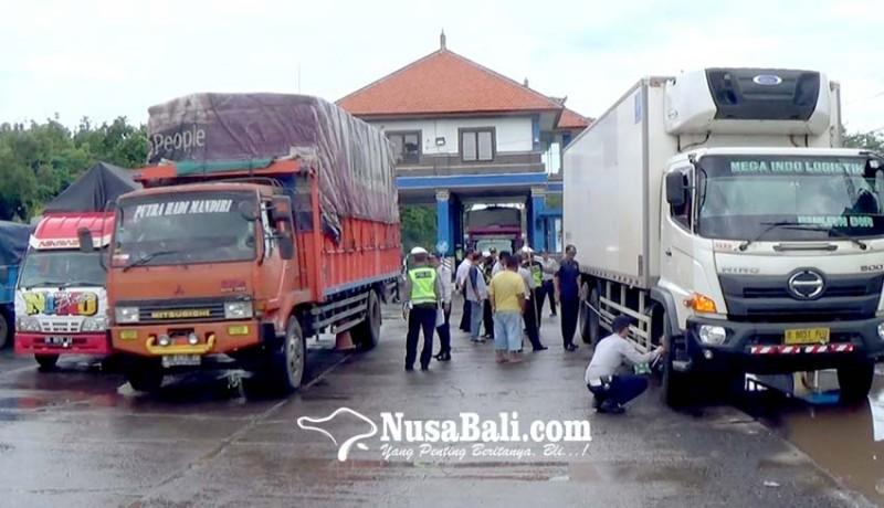 www.nusabali.com-operasi-gabungan-di-timbangan-cekik-32-sopir-kendaraan-barang-ditilang