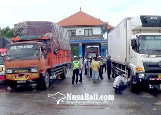 Nusabali.com - operasi-gabungan-di-timbangan-cekik-32-sopir-kendaraan-barang-ditilang