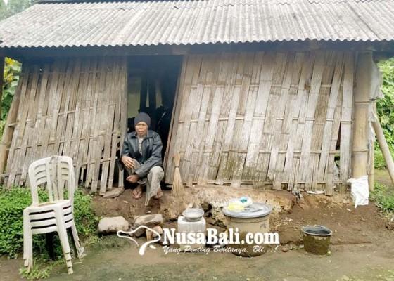 Nusabali.com - dinsos-usahakan-bedah-rumah-nyoman-karma-lewat-csr