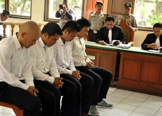 Nusabali.com - 6-terdakwa-bentrok-ormas-dituntut-5-tahun