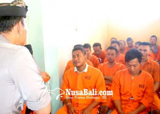 Nusabali.com - tahanan-polres-gianyar-diberi-siraman-rohani