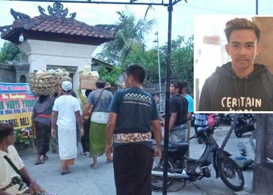 Nusabali.com - tabrak-pick-up-parkir-pemuda-barista-tewas