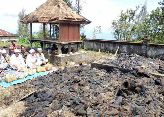 Nusabali.com - palinggih-pura-puseh-bantang-hangus-terbakar