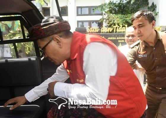 Nusabali.com - perbekel-pemecutan-kaja-ditahan