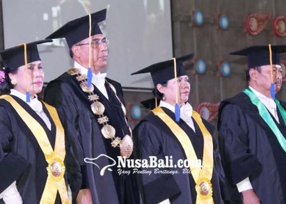 Nusabali.com - tiga-profesor-di-undiksha-singaraja-dikukuhkan-bersamaan