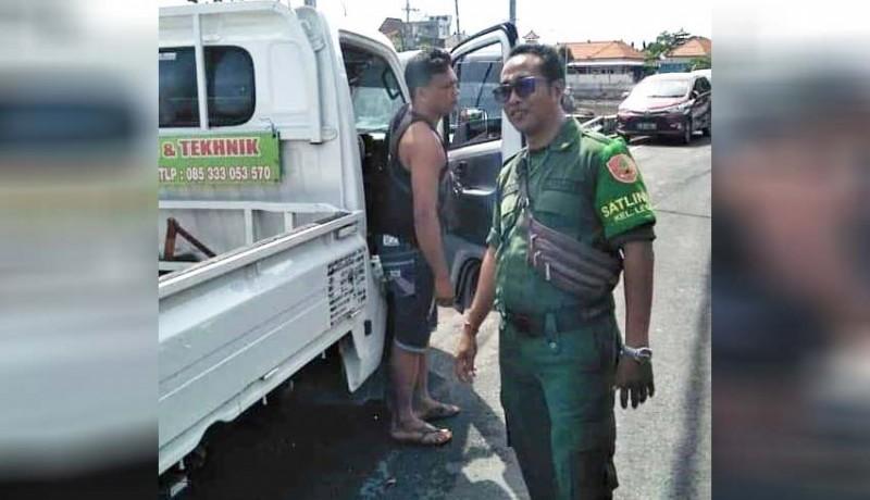 www.nusabali.com-lpm-dan-linmas-kelurahan-legian-tertibkan-kendaraan-parkir-sembarangan
