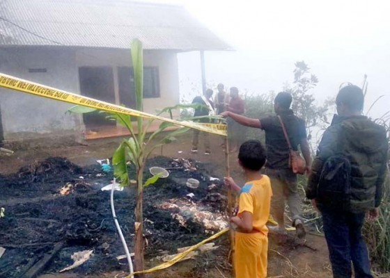 Nusabali.com - kebakaran-rumah-rata-dengan-tanah