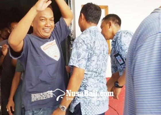 Nusabali.com - ashari-resmi-diberhentikan-dari-jabatan-perbekel-celukan-bawang