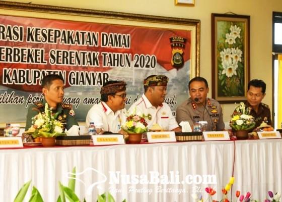 Nusabali.com - 77-calon-perbekel-deklarasikan-kesepakatan-pilkel-damai