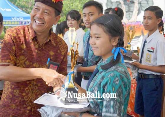 Nusabali.com - smpn-5-amlapura-juara-mapidarta-dan-story-telling