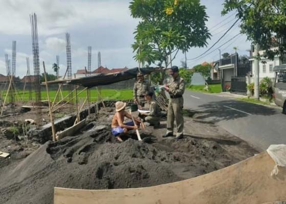 Nusabali.com - pelanggaran-jalur-hijau-masih-marak-satpol-pp-ngaku-sulit-cari-solusi
