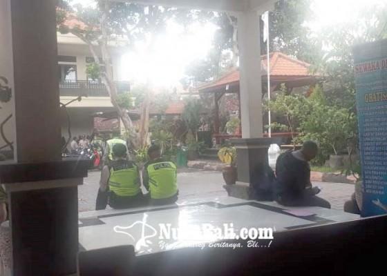Nusabali.com - aksi-dukung-perbekel-pemecutan-kaja-batal