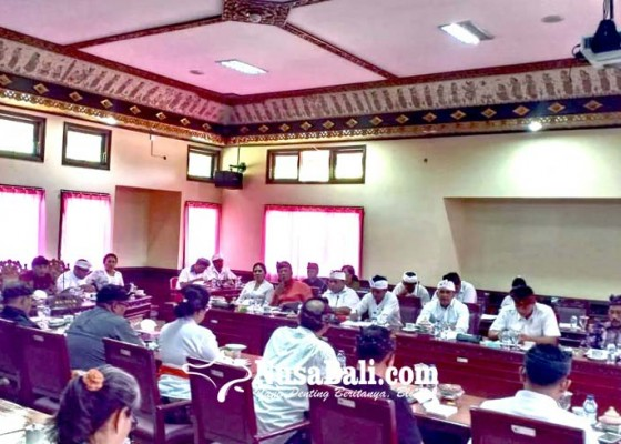 Nusabali.com - tingkatkan-pad-tabanan-dewan-dan-eksekutif-gelar-rapat