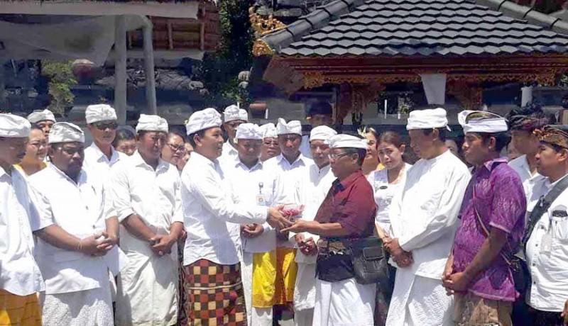 www.nusabali.com-perumda-tirta-tohlangkir-mapunia-di-pura-penataran-agung-nangka