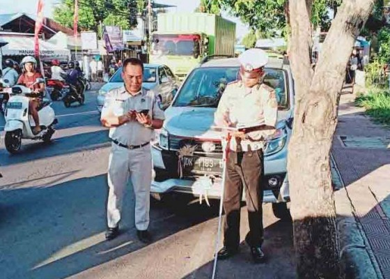 Nusabali.com - salip-bus-pariwisata-bocah-smp-terpental-dan-tewas-di-banyuasri