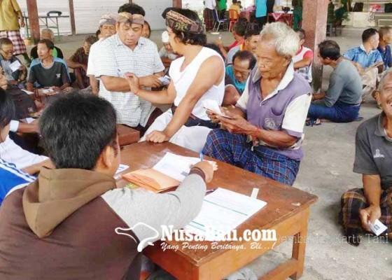 Nusabali.com - dinas-pertanian-bagikan-kartu-tani