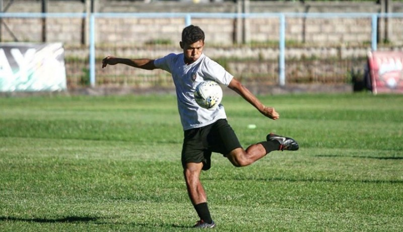 www.nusabali.com-reza-irfana-resmi-dikontrak-tim-senior-bali-united