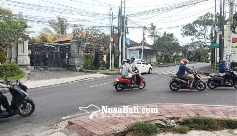 www.nusabali.com-persimpangan-di-pecatu-tidak-dipasang-traffic-light