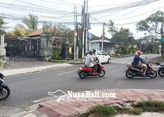 Nusabali.com - persimpangan-di-pecatu-tidak-dipasang-traffic-light