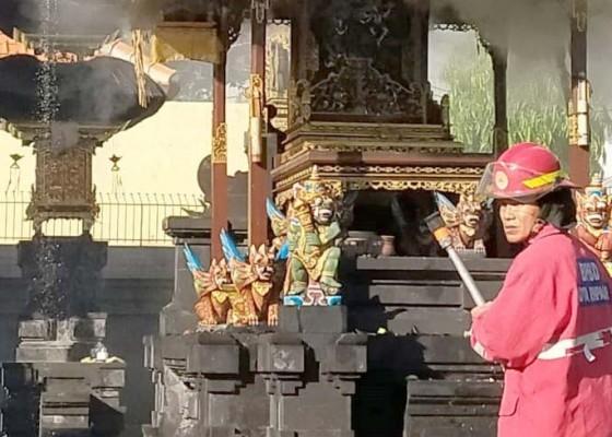 Nusabali.com - palinggih-terbakar-percikan-api-diduga-dari-pembakaran-bade