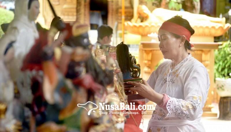www.nusabali.com-gunakan-minyak-cendana-arca-mulai-dibersihkan