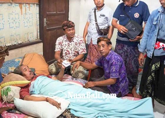 Nusabali.com - jatuh-dari-motor-mantan-perangkat-desa-lumpuh