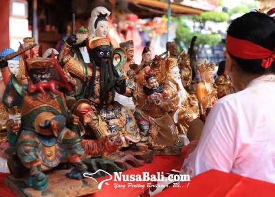 Nusabali.com - sambut-imlek-griya-kongco-dwipayana-lakukan-pembersihan