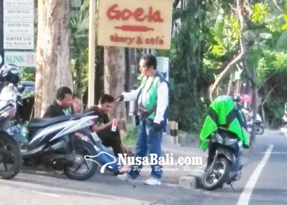 Nusabali.com - gunakan-trotoar-tempat-mangkal-ojol-disorot-dewan