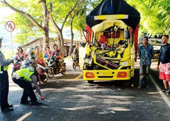 Nusabali.com - truk-seruduk-truk-di-kaliasem-berakhir-damai