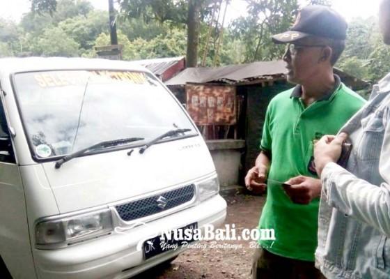 Nusabali.com - diciduk-warga-tabanan-buang-sampah-di-jembatan-busungbiu